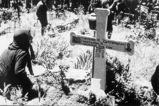 Στο Κοιμητήριο