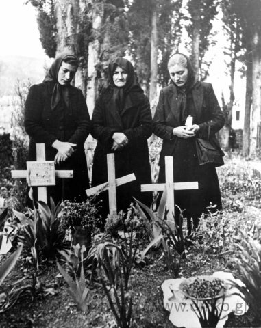 Στο Κοιμητήριο.