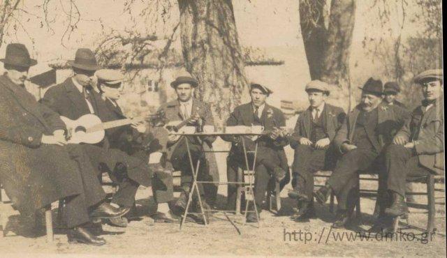 A group of serenaders